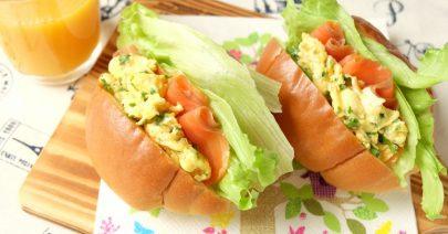 10スモークサーモンのサンドイッチ
